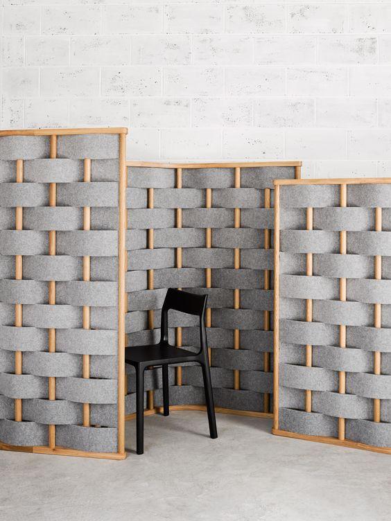 pannelli insonorizzati contemporanei grigi e arancioni intrecciati: basta attaccare diversi schermi alla parete