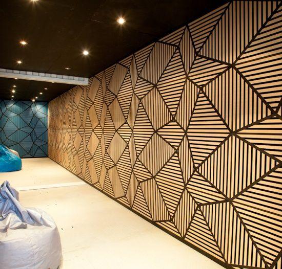 accattivanti pannelli fonoassorbenti rivestono l'intero spazio e lo rendono totalmente insonorizzato