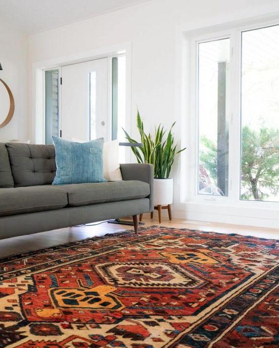 un tappeto boho colorato non è solo una tendenza di arredamento caldo, ma anche un modo per insonorizzare la tua casa