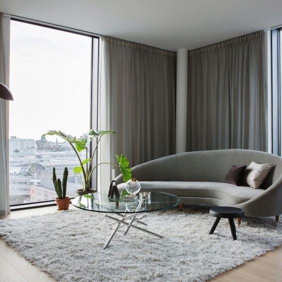 posizionare un tappeto comodo e soffice sul pavimento ti aiuterà a insonorizzare un po 'il pavimento