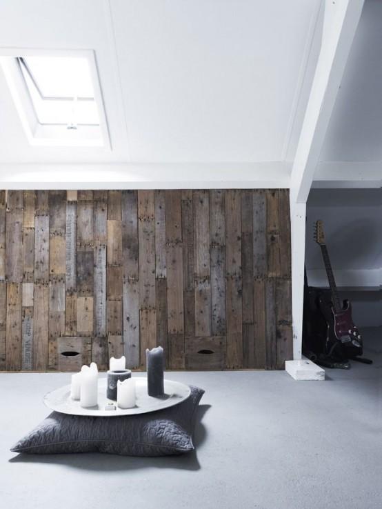 un muro di legno stagionato è un ottimo modo per insonorizzare un po 'lo spazio e aggiunge consistenza e colore