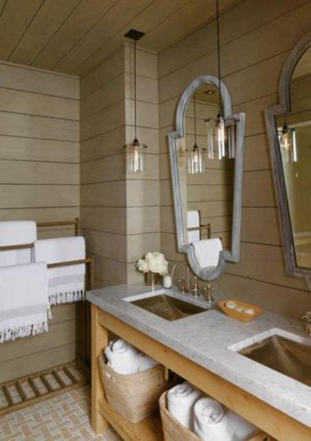 un bagno contemporaneo di colore chiaro con molto legno dappertutto, un lavabo in legno e un piano di lavoro in pietra