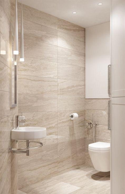 un bagno moderno fatto in beige e marrone chiaro e tocchi di bianco, con piastrelle in gres porcellanato