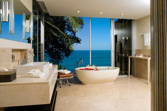 un lussuoso bagno contemporaneo in beige, marrone e acciaio inossidabile e una finestra in vetro con vista
