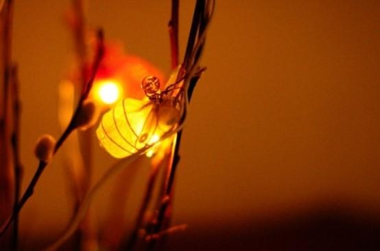 rami di salice con luci sono un'ottima idea di arrangiamento per qualsiasi camera da letto