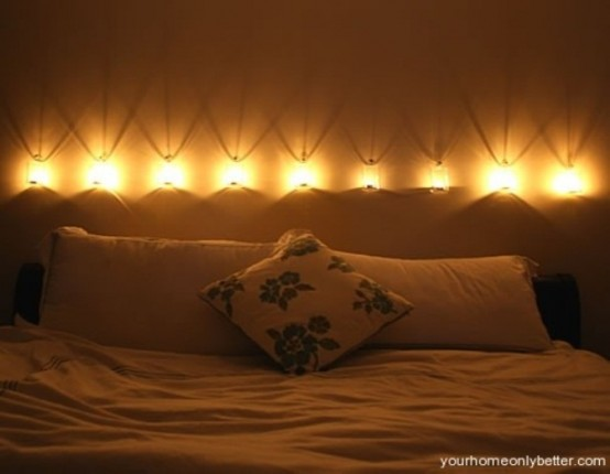 una fila di lampade da parete sopra la testiera risplenderà di luce sufficiente e avrà un aspetto molto elegante
