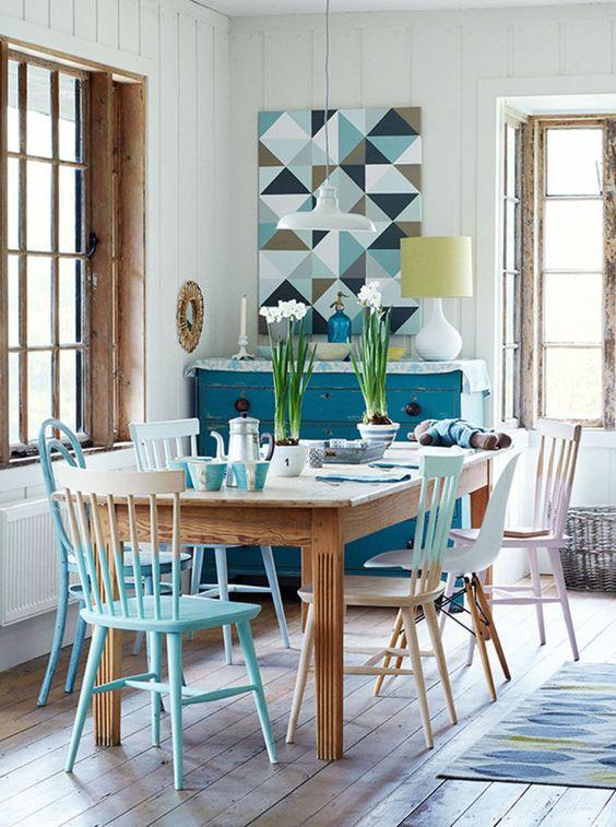 anche varie sedie con sfumature e ombre combinate con macchie di colore chiaro
