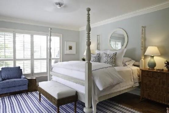 una camera da letto color tortora in stile vintage con tocchi di blu intenso
