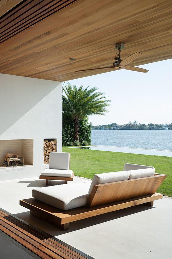 un soggiorno esterno-interno minimalista che può essere aperto o chiuso in qualsiasi momento