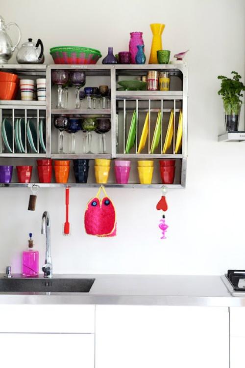 porcellane e stoviglie luminose e colorate sono perfette per qualsiasi cucina per aggiungere colore