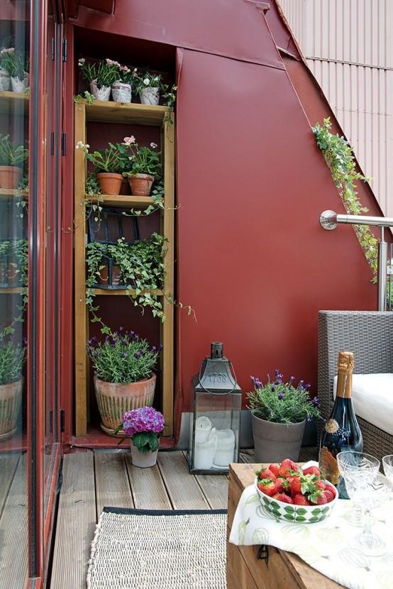 un mobile contenitore da incasso all'interno di un muro per accogliere tante cose o per creare un balcone giardino