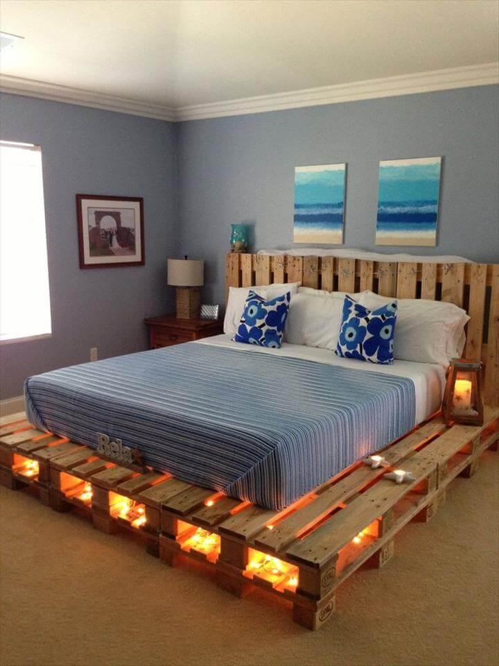 un comodo letto pallet con luci interne consente di saltare le lampade sui comodini e crea un'atmosfera romantica