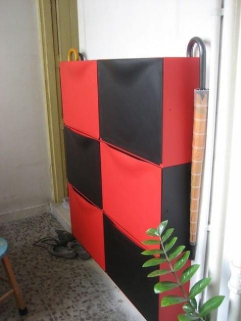 un colorato trucco IKEA Trones in rosso e nero farà una dichiarazione brillante nel tuo ingresso