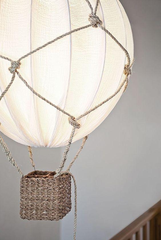 una bellissima lampada a mongolfiera con corda e un paralume IKEA Regolit è un fai-da-te stupendo e sognante