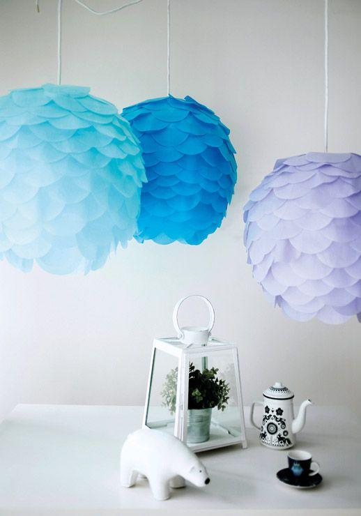 I paralumi Regolit di IKEA si sono trasformati in lampade colorate a carciofo con scaglie di carta