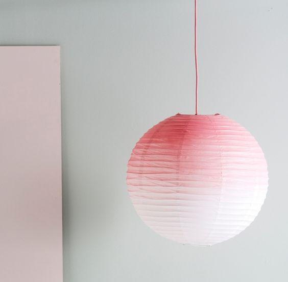 ombre è una tendenza calda, crea un paralume Regolit tagliente con un po 'di vernice spray brillante su di esso