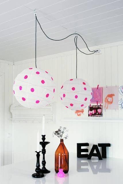 aggiungi un tocco divertente e giocoso al tuo spazio con i paralumi Regolit decorati con pois colorati