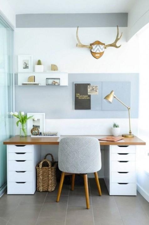 crea una scrivania moderna ed elegante composta da due unità IKEA Alex e un piano del tavolo in legno per un ufficio domestico contemporaneo