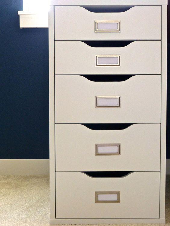 l'aggiunta di ex libris a una cassettiera Alex ti darà un sistema di archiviazione semplice e comodo