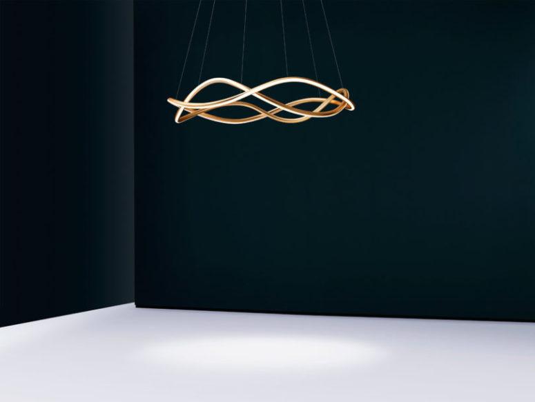 La lampada è disponibile nelle finiture oro opaco, nero satinato o bronzo e altre finiture su ordinazione