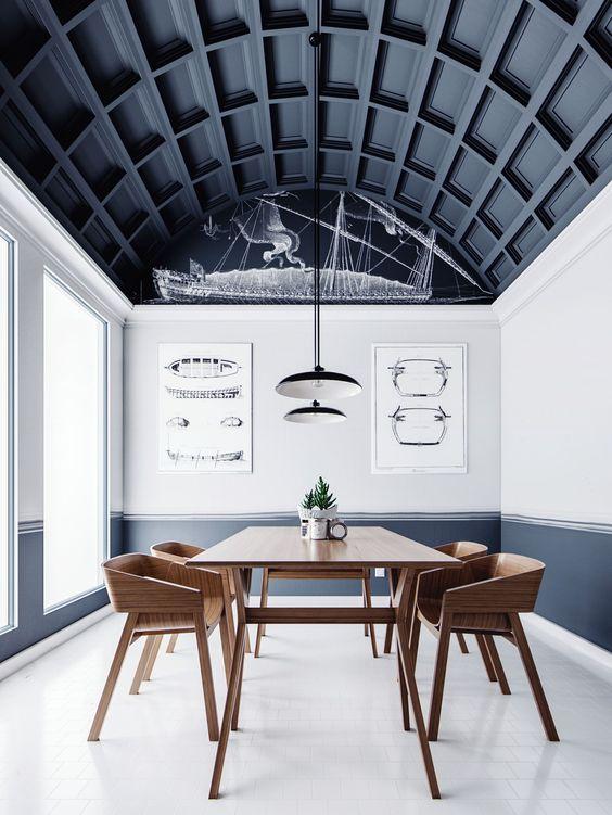 un soffitto ad arco fatto con pannelli neri occupa l'intero spazio e fa una dichiarazione