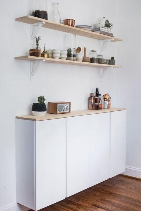 un comodo mobile contenitore galleggiante per la tua cucina composto da due cabine Ivar e rifinito con un piano in legno