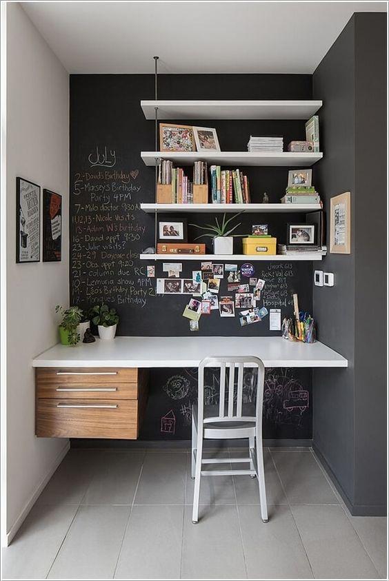 le pareti della lavagna possono essere utilizzate per lasciare appunti con il gesso: è un'idea audace e funzionale