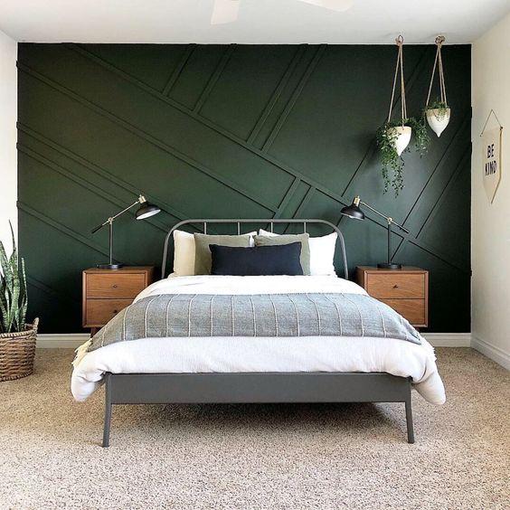 un muro con pannelli neri con un motivo diagonale accattivante è un ottimo esempio di lavoro con il colore e le linee