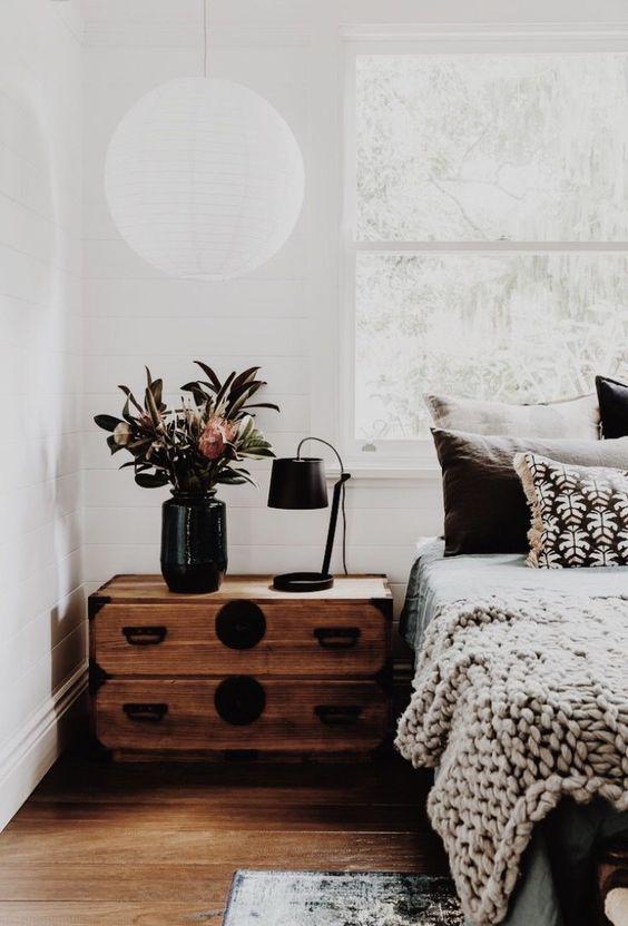 un comodino industriale così vintage aggiungerà carattere alla tua camera da letto, e puoi farlo fai da te