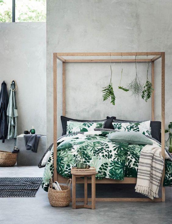 biancheria da letto con stampa di foglie verdi e bianche per un'atmosfera naturale nella tua camera da letto