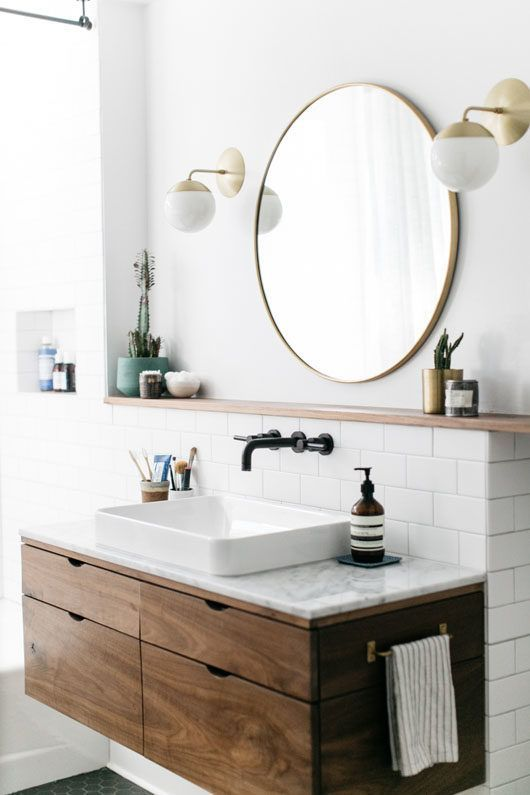 un mobile da toeletta in legno con un elegante piano di lavoro in pietra cambierà completamente l'aspetto del tuo bagno