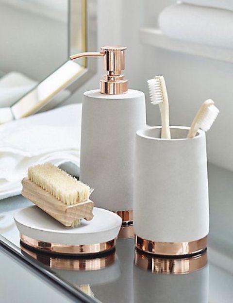 accessori nuovi di zecca che uniscono l'aspetto del bagno aggiungeranno eleganza allo spazio