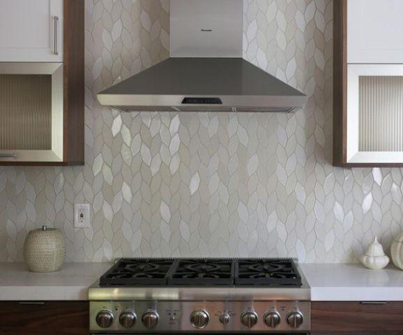 un bellissimo alzatina da cucina in madreperla è un'idea unica da scegliere