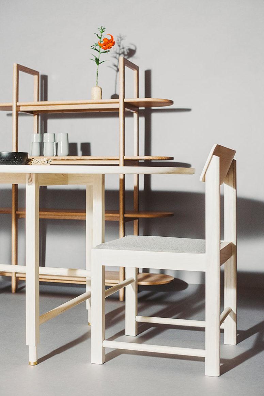 La collezione è disponibile in varie tipologie di legno naturale e con diversi rivestimenti