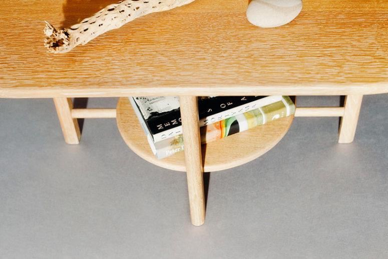 Questo è un altro tavolino della collezione, con un tocco di modernità della metà del secolo