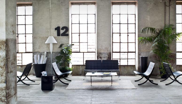 Puoi creare varie comode zone salotto all'aperto con questo divano e sedie