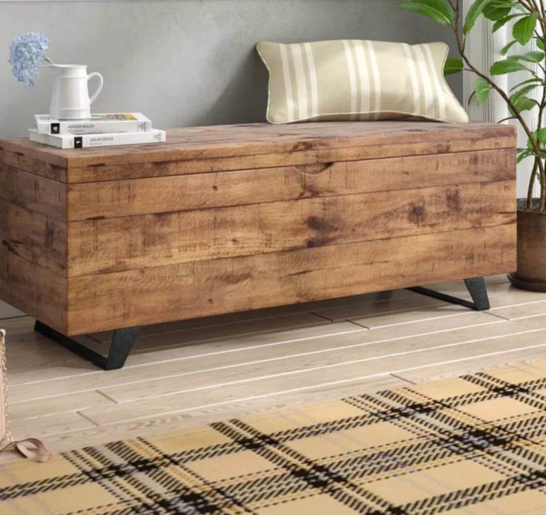 un tavolino destro può fungere da baule portaoggetti nel tuo salotto e puoi usarlo come panca