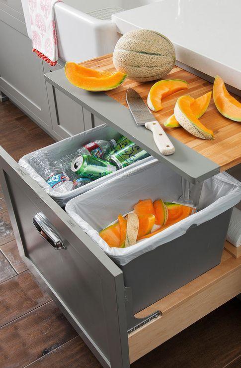 un tagliere incorporato e alcuni contenitori di stoccaggio ti aiuteranno a liberare lo spazio