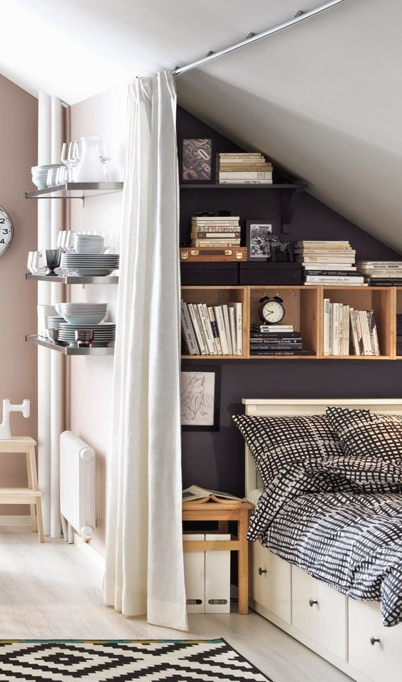 mensole galleggianti e box sopra il letto e cassetti portaoggetti nel letto