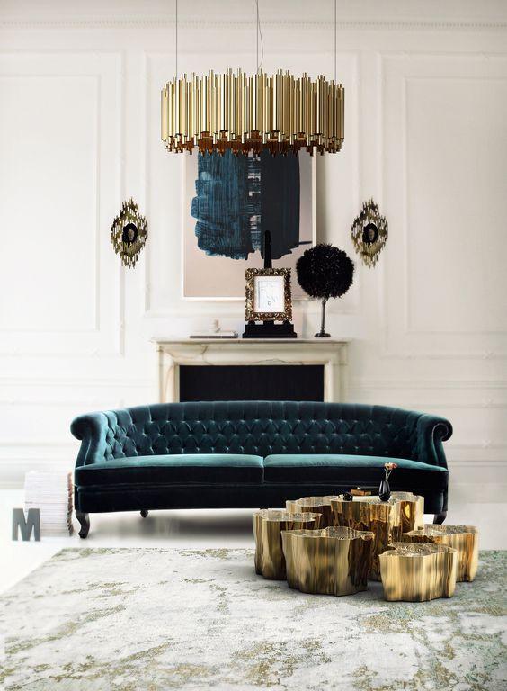 un raffinato divano capitonné verde bosco si fa notare con il colore e con la sua texture