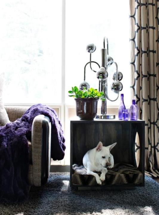 un tavolino elegante e stravagante con un letto per cani integrato offre al tuo animale domestico uno spazio personale nella tua stanza