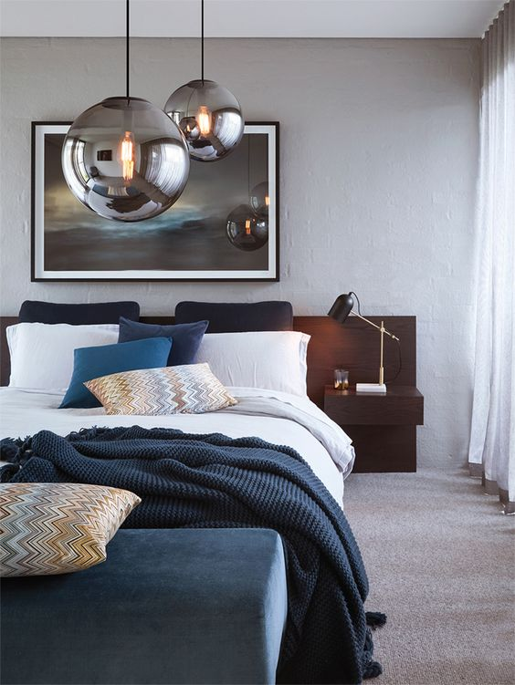 queste splendide lampade a sospensione con lampadina affumicata sopra il tuo letto faranno una bella dichiarazione