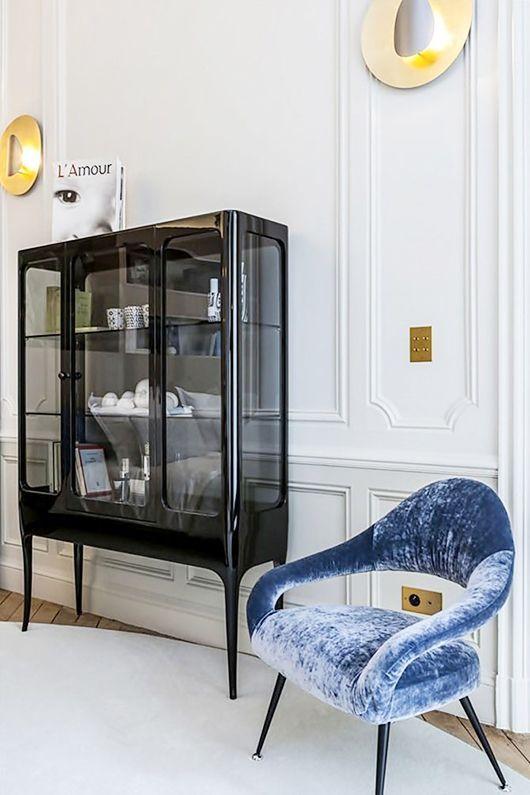 una vetrina così affumicata è una rivisitazione fresca e moderna di un raffinato mobile vintage