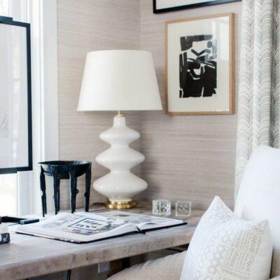 la carta da parati stampata neutra è un'ottima idea per abbellire il tuo ufficio a casa aggiungendo eleganza