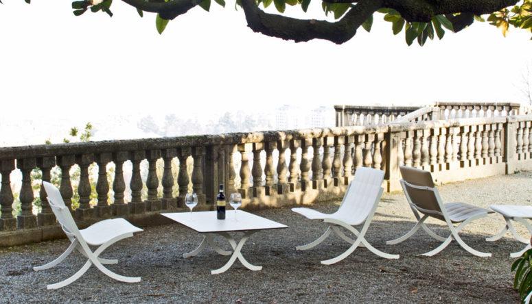 I divani possono essere separati e usati come sedie se ne hai bisogno e sono impilabili e resistenti