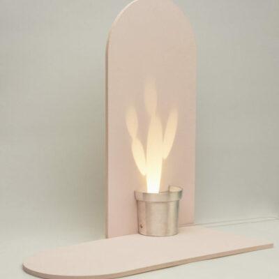 Un tale design rende la lampada meno costosa e aiuta a risparmiare spazio