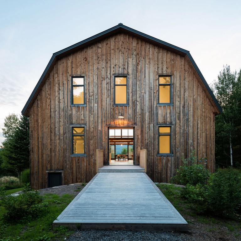 La casa sembra un vero fienile e il suo legno è vintage, il che le conferisce un carattere e una storia