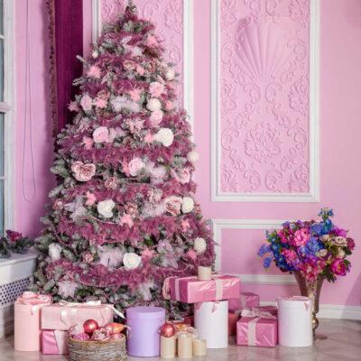 25 modi audaci per decorare un albero di Natale rosa