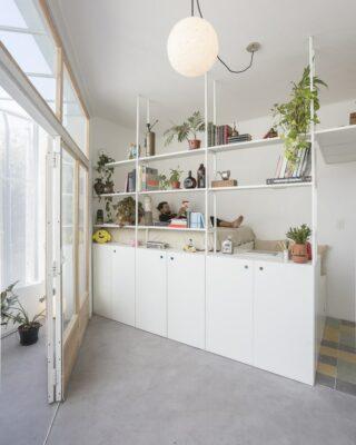 Appartamento piccolo e flessibile (25 mq) con una parete a scomparsa