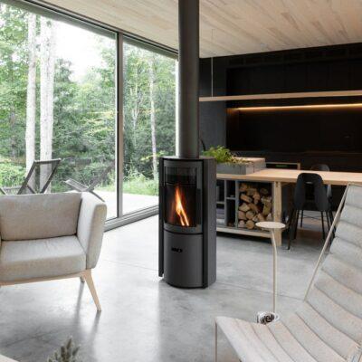 Casa contemporanea rivestita in legno di cedro